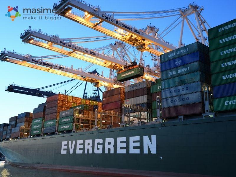 Với điều kiện FOB: Người bán hoàn thành nghĩa vụ giao hàng cho người mua khi hàng hóa đã nằm an toàn trên tàu