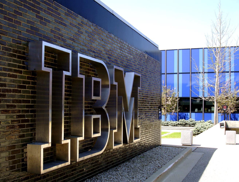 Công ty IBM là 1 ví dụ điển hình của mô hình Centralized Structure (Cấu trúc tập trung)